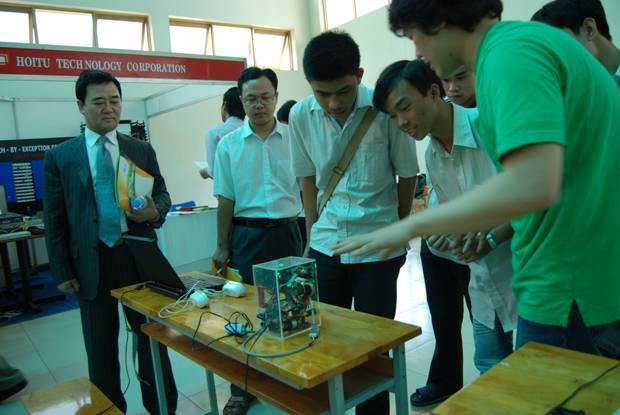 Triển lãm giới thiệu sản phẩm nghiên cứu khoa học tại UIT