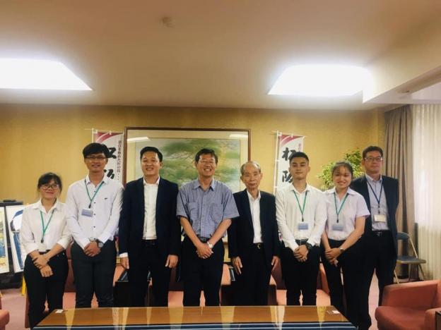Đoàn UIT cùng lãnh đạo công ty MEC thăm thị trưởng thành phố Matsusaka