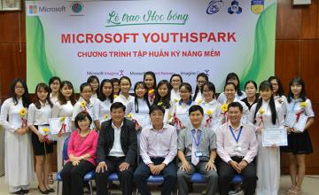 Lễ trao học bổng Microsoft YouthSpark cho 14 nữ SV của UIT và chương trình tập huấn kỹ năng dành cho SV