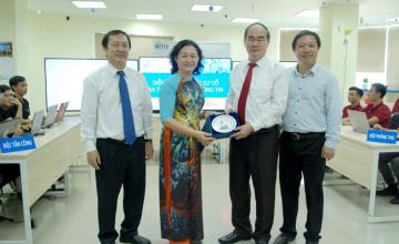 Bí thư Thành ủy Nguyễn Thiện Nhân đến thăm và làm việc tại trường ĐH CNTT