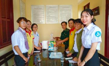 Sinh viên UIT mang Xuân đến xã đảo xa xôi