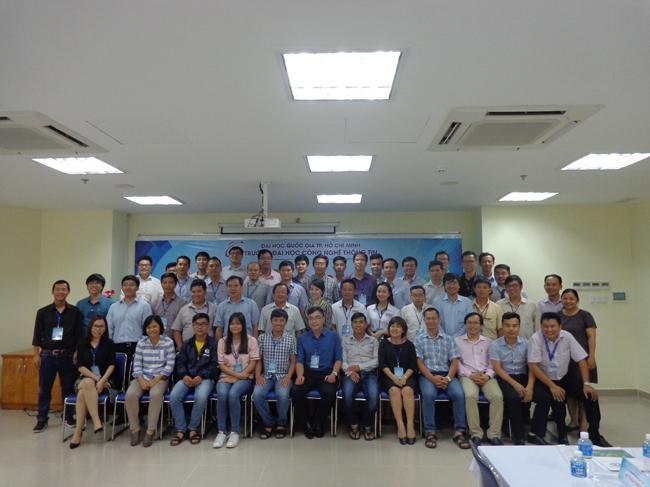 Lãnh đạo và đại diện các doanh nghiệp chụp hình lưu niệm