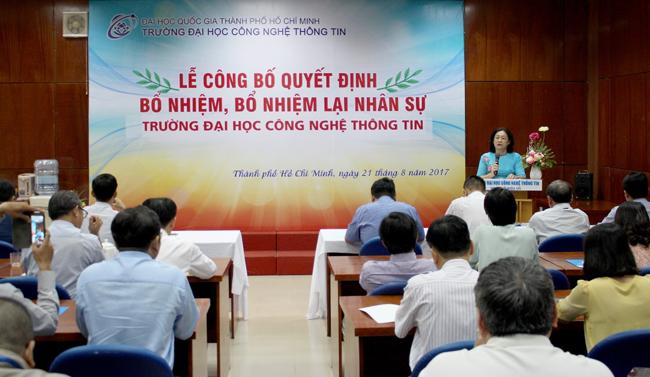 TS Nguyễn Hoàng Tú Anh phát biểu chúc mừng các lãnh đạo đơn vị
