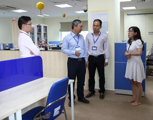 Đoàn tham quan Văn phòng các Chương trình Đặc biệt