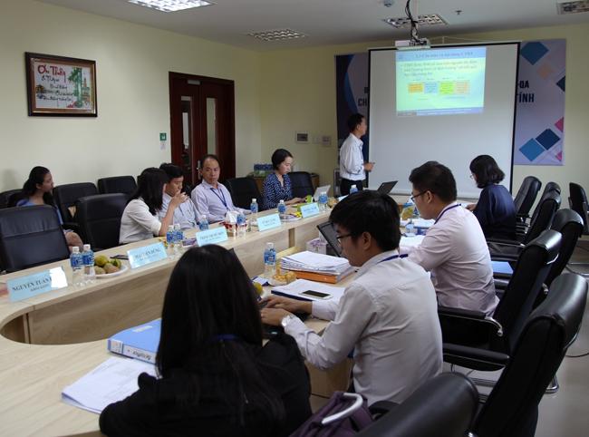 Lãnh đạo Trường ĐH CNTT làm việc với Đoàn đánh giá ngoài nội bộ