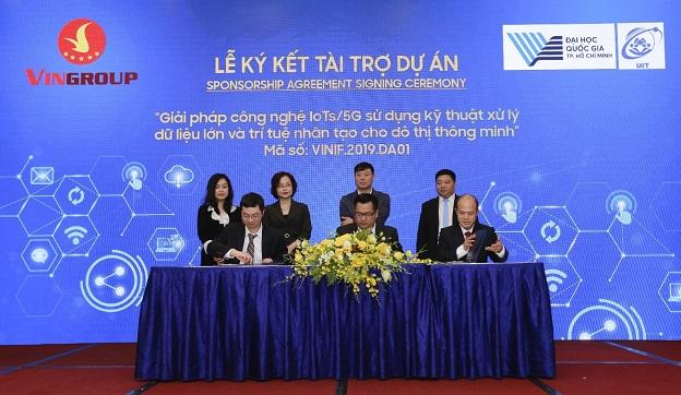Lãnh đạo của Trường ĐH CNTT và VINIF ký kết Hợp đồng nhận tài trợ